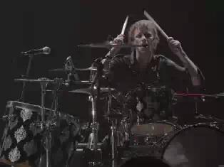 muse_live_melbourne_drummer_06_151210_608x456.jpeg